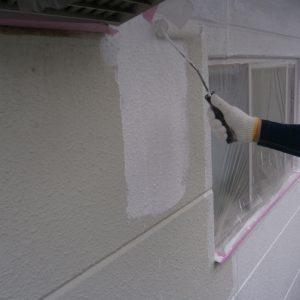 外壁塗装下塗中
