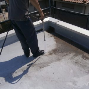 屋根高圧洗浄中