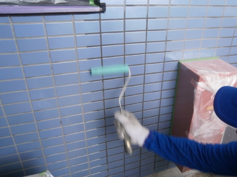 磁器タイル面吸水防止剤塗布